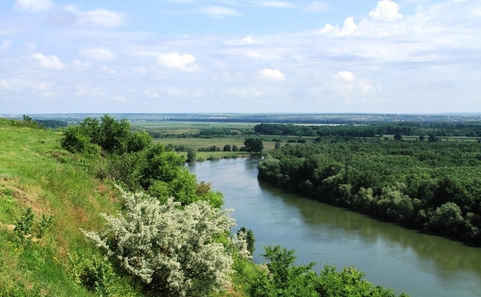 Двое мужчин собирались перевозить сигареты через реку Прут. Фото: соцсети