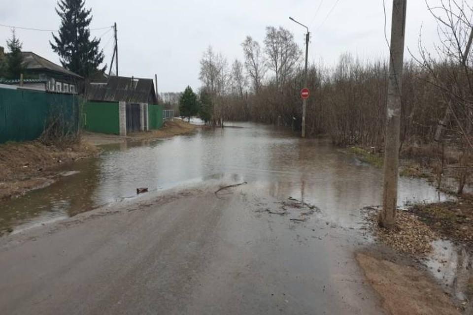 В слободе Дымково из-за подтопления двух приусадебных участков поднялся вопрос об эвакуации местных жителей жителей. Фото: 43.mchs.gov.ru