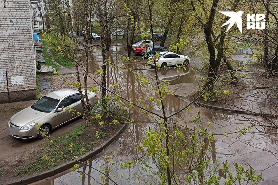 В Твери улицы и дворы затопило после дождя