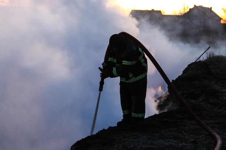 В пожарах погибли три человека.