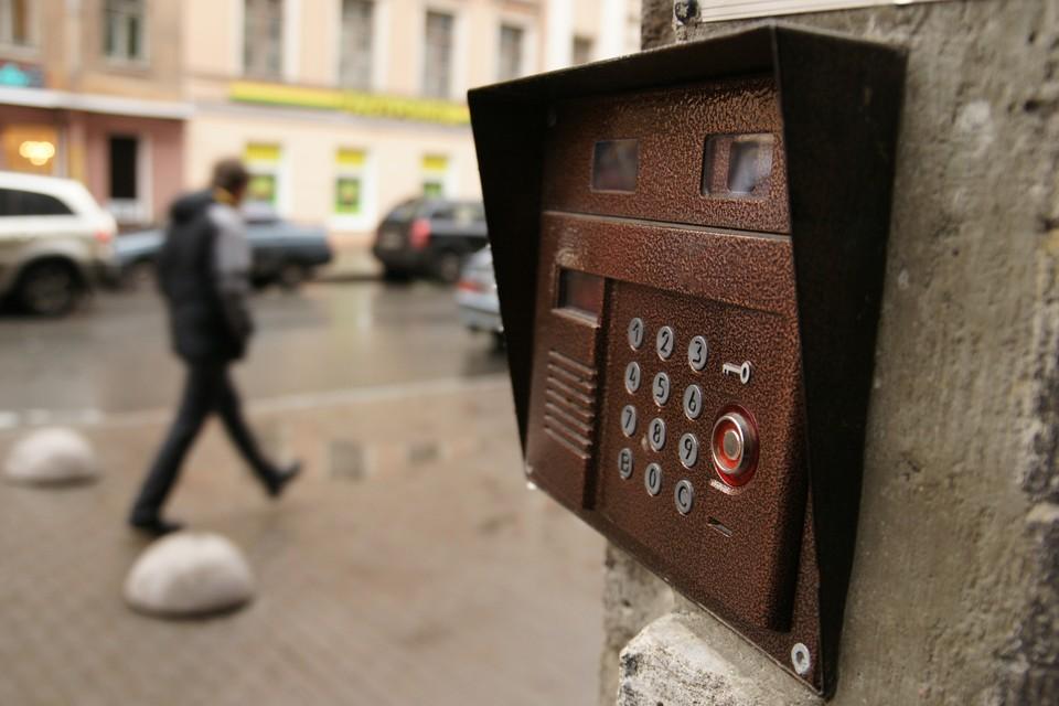 Лже-коммунальщики приходят в квартиры москвичей, чаще всего пожилых, и за плату предлагают замену счетчиков и проверку газовых плит.