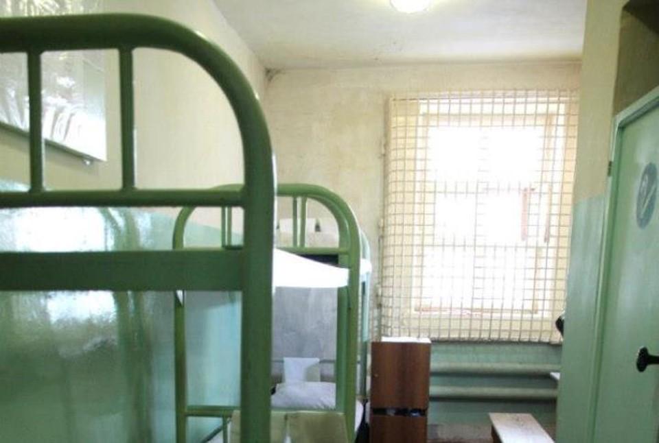 Заключенный увеличил себе срок.