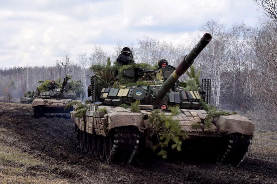 Украина намеренно хочет выглядеть пострадавшей стороной конфликта, при этом продолжает стягивать к линии фронта вооружение и людей. Фото: штаб «ООС»