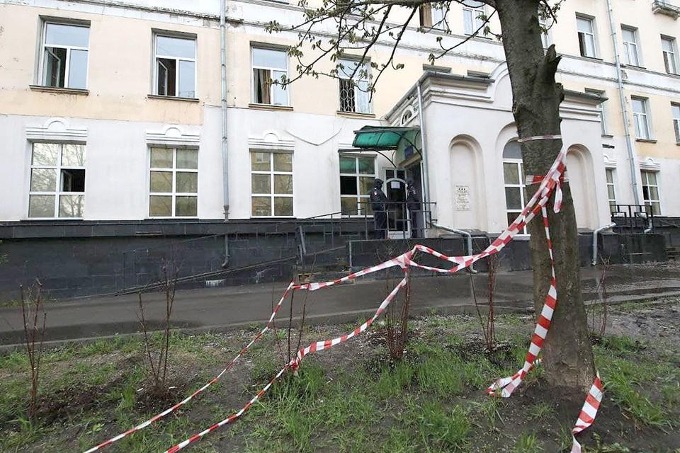 При пожаре в московском отеле «Вечный зов» погиб человек.