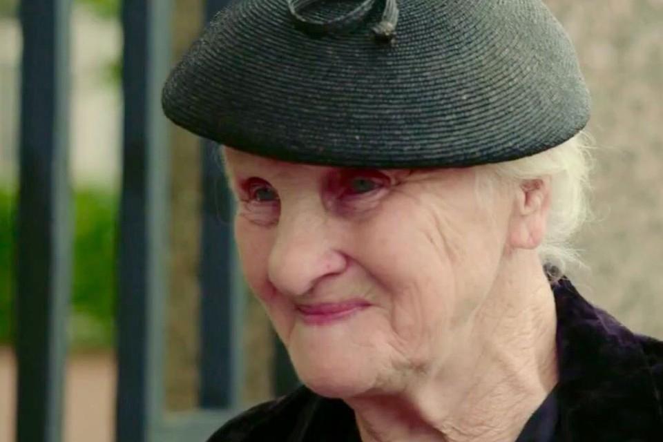 """90-летнюю актрису из «Полосатого рейса» несколько лет избивают родные, а она не хочет вызывать полицию: """"Пока жива, слава Богу. Снимаюсь в кино"""""""