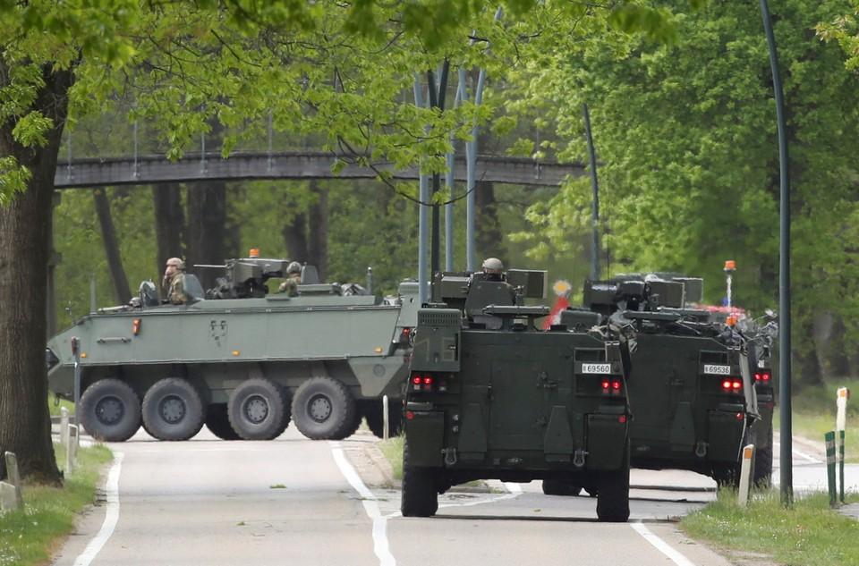 """У штаб-квартиры НАТО третий день идет войсковая операция по поимке """"Бельгийского Рэмбо"""""""