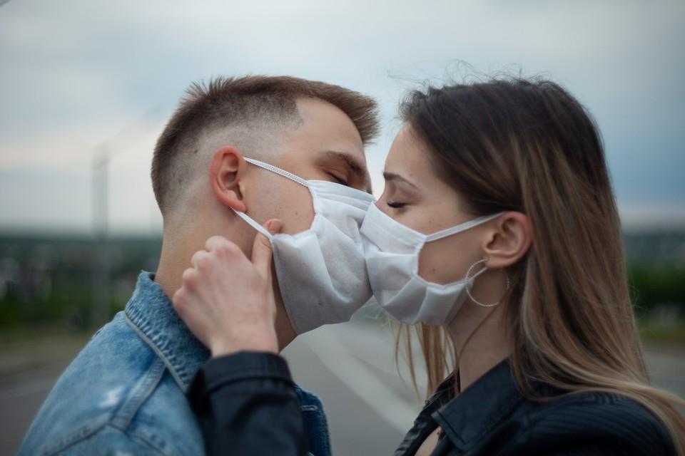 Коронавирус не только заставил нас носить маски, но и изменил нашу речь.