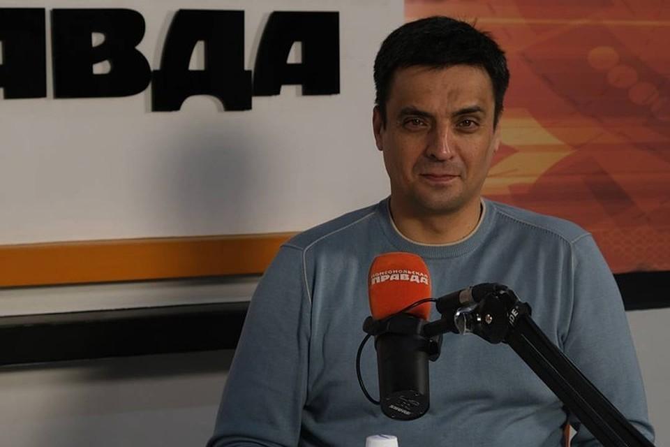 Хирург Артем Томаш в рамках проекта «Клиника года» дал интервью на радио «Комсомольская правда» (91,5 fm). Фото: Ираида ШТОЛЬЦ.
