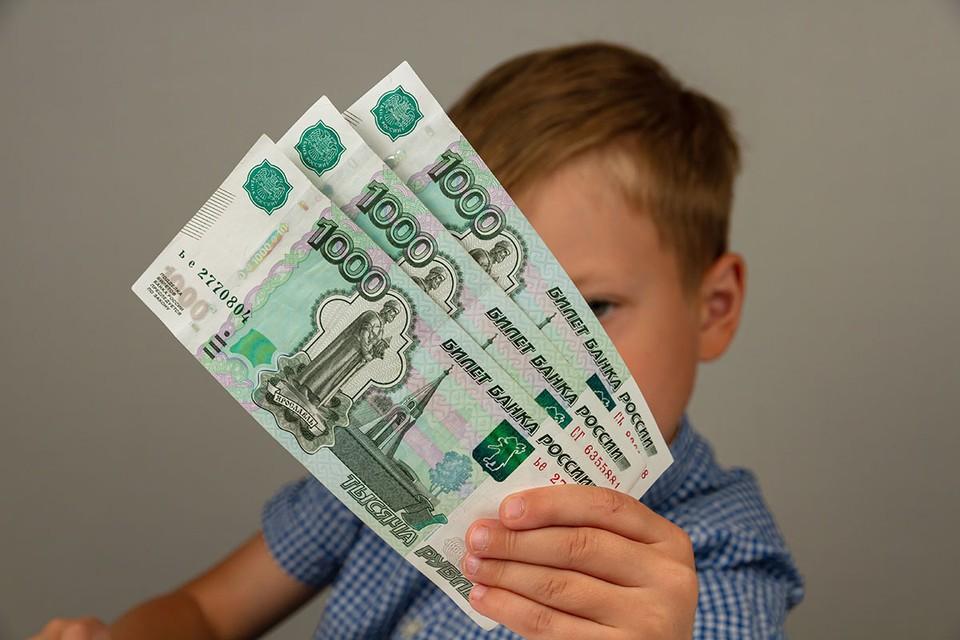 Президент Владимир Путин подписал закон о новых мерах социальной поддержки для беременных женщин и семей с детьми.