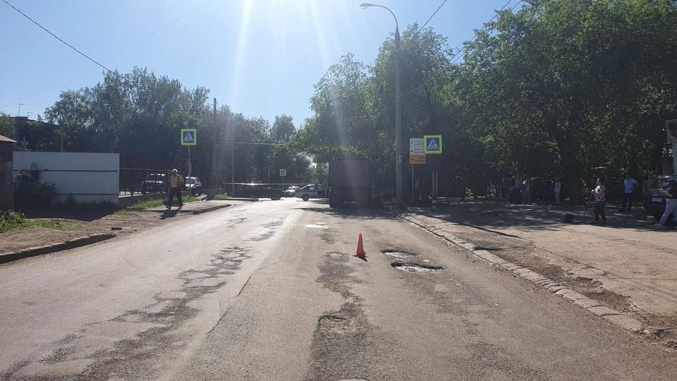 Мужчина перебегал дорогу в зоне видимости пешеходного перехода Фото: ГУ МВД по Самарской области