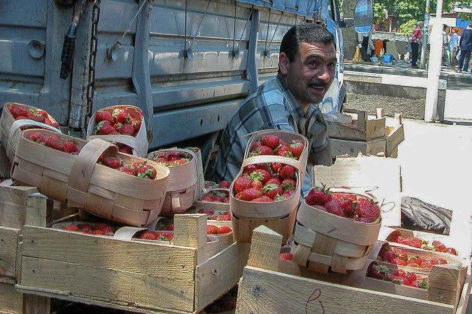 Выяснили, где на рынках Сочи выбрать вкусные и свежие фрукты и ягоды
