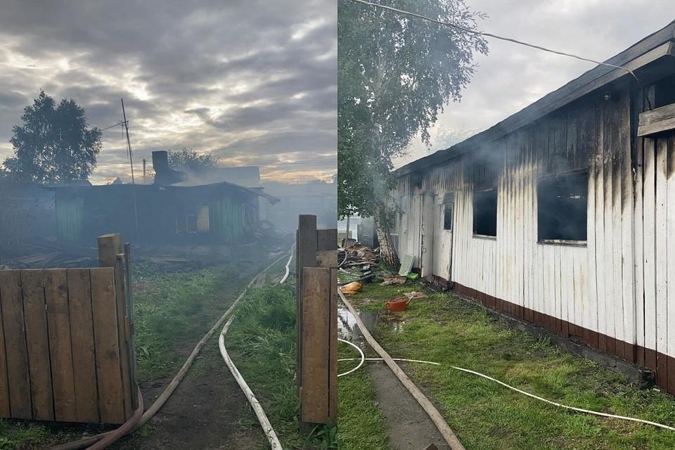 Под Новосибирском сгорели два частных дома и сарай. Фото: ГУ МЧС по НСО.