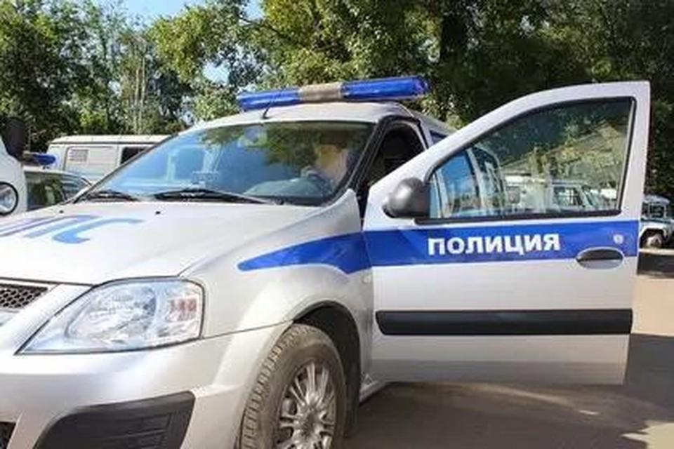 Ребенка с открытой раной спины помогли доставить в больницу в Иркутске