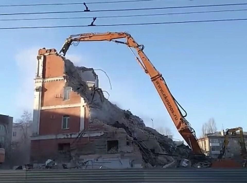 Здание начали сносить в конце 2020 года