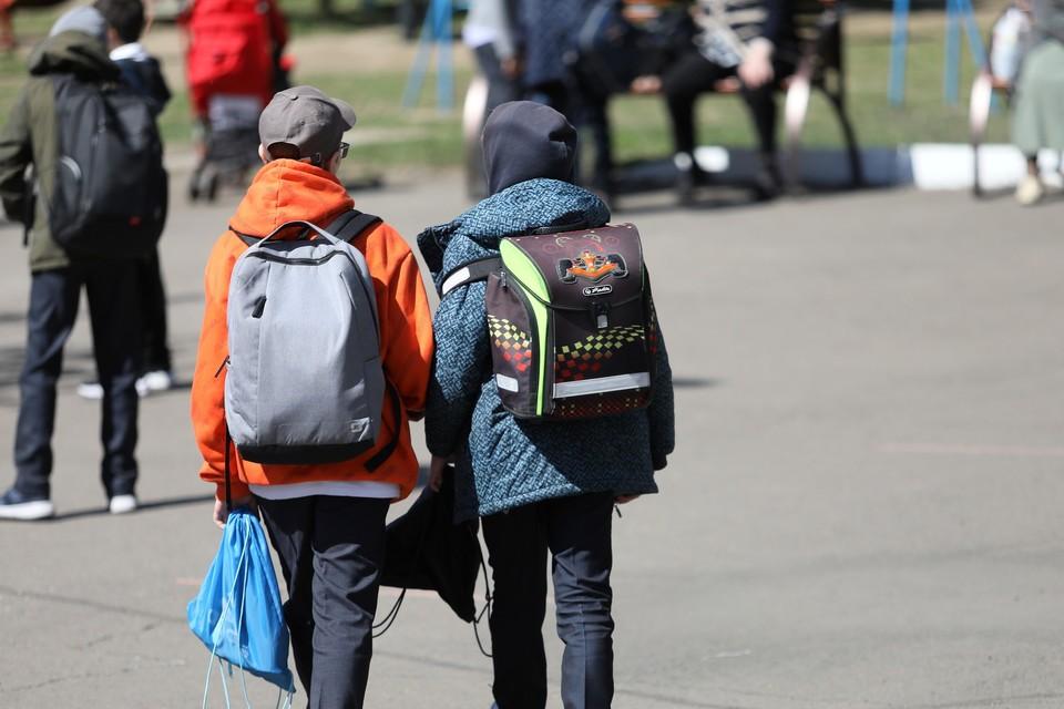 В Красноярске неизвестный напал на школьника из-за брошенной из окна бутылки