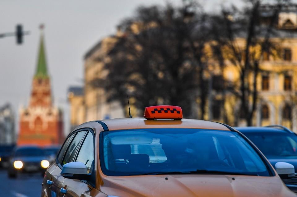Таксист пытался убежать, но его догнали и скрутили случайные прохожие