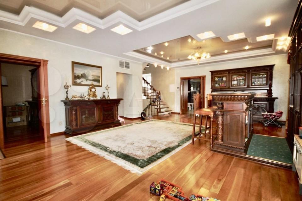 Площадь квартиры составляет более 500 квадратных метров.