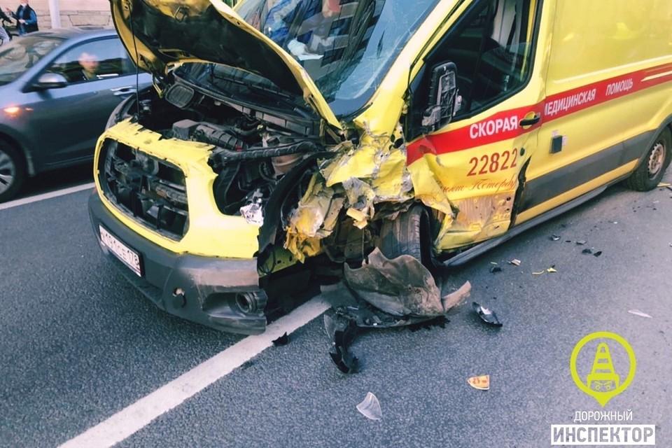 Медики пострадали в ДТП на Невском проспекте. Фото: vk.com/dorinspb