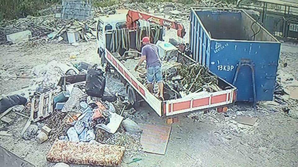 Жителя Удмуртии привлекут к ответственности за сброс мусора в большом объеме в Феодосии, Фото: скриншот видео feo.rk.gov.ru