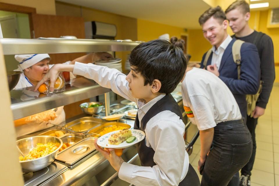 Чиновники рассказали о школах, где плохо кормят учеников
