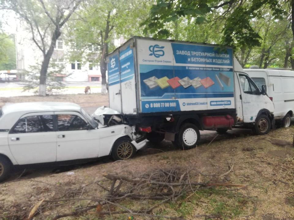 В ДТП собралось трио из автомобилей ГАЗ. Фото: ГУ МВД по Самарской области