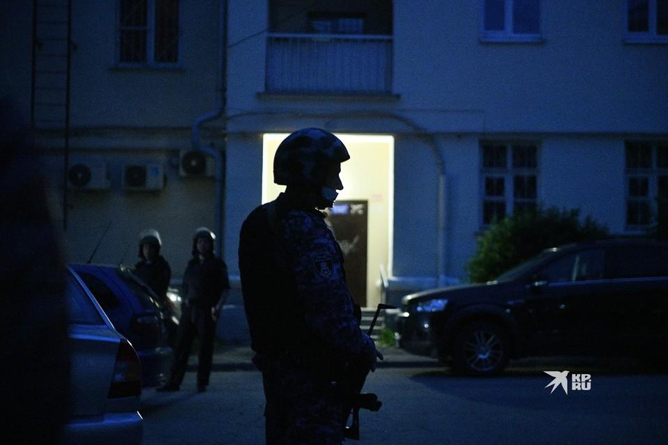 По словам очевидцев, Болков требовал возвращения жены