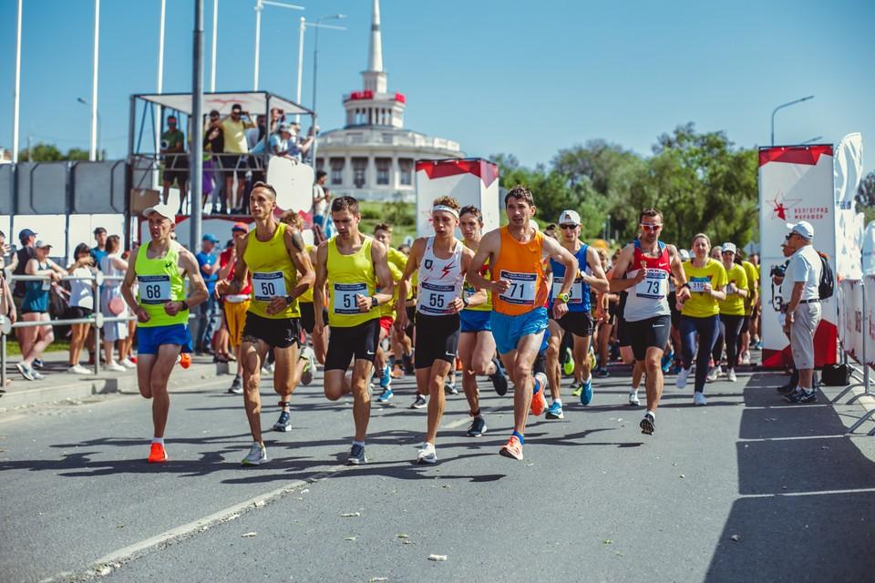 В Волгограде праздник бега стал масштабным. Фото: Евгений Александров.