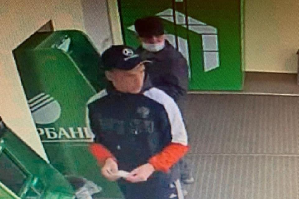 Подозреваемых в краже денег с банковской карты просят опознать полицейские Иркутска