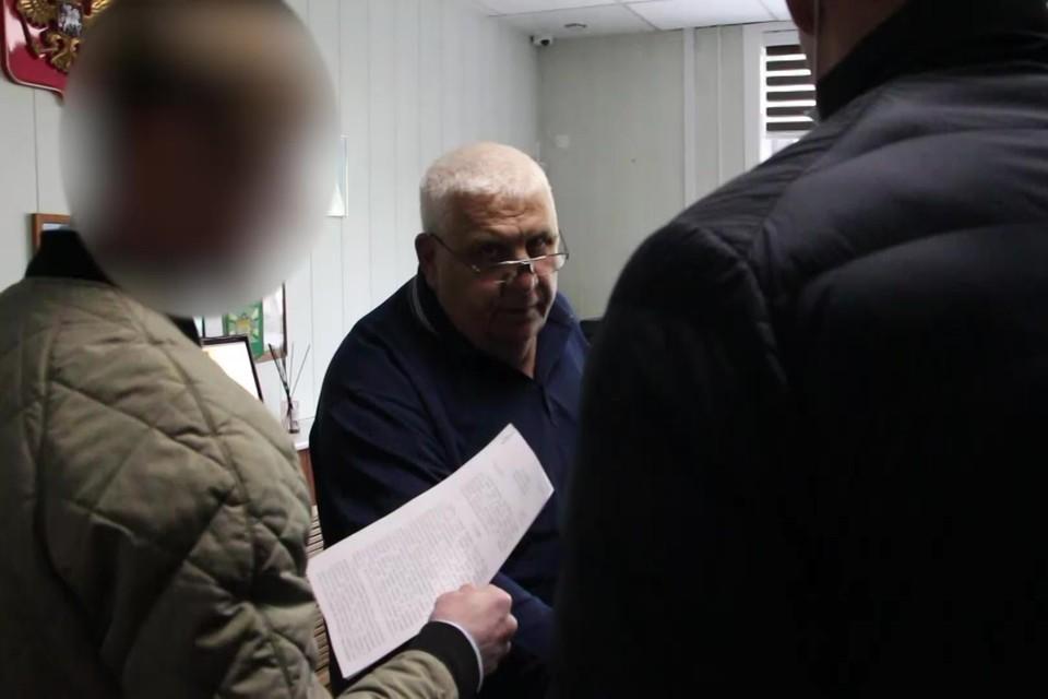 В отношении подозреваемого следственный отдел УФСБ России по Сахалинской области возбудил уголовное дело по статье 160 УК РФ