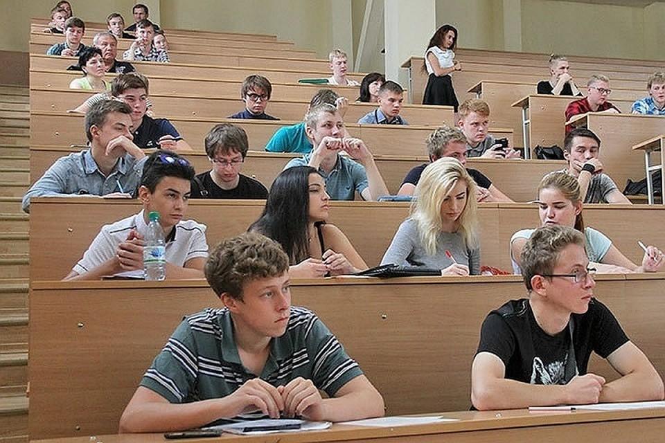 При этом 30,3% опрошенных абитуриентов после получения высшего образования в республике планируют переехать в другой регион России или вообще в другую страну.