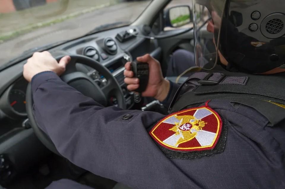 В Петербурге отпустили на свободу мужчину, который пострелял по машине вневедомственной охраны.