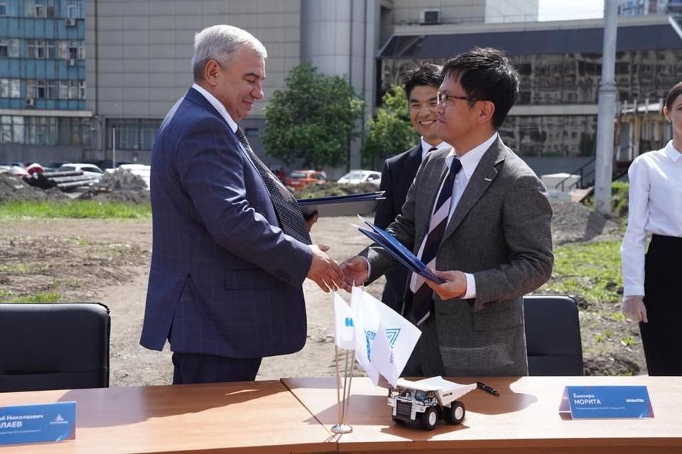 Документ подписали генеральный директор АО «Стройсервис» Дмитрий Николаев и генеральный директор ООО «Комацу СНГ» Морита Ёшихиро.
