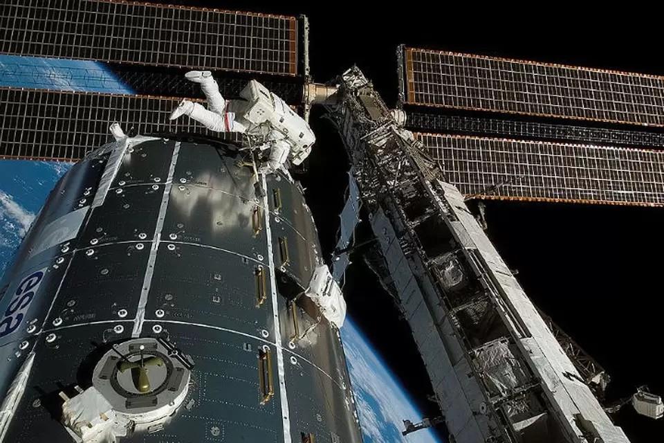 Российские космонавты выходят в открытый космос 2 июня 2021: прямая онлайн-трансляция