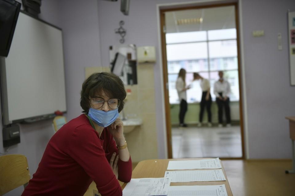 Новосибирских выпускников отправили на карантин из-за заболевшего коронавирусом.