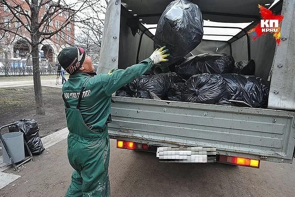 За несанкционированный сброс строительного мусора физические лица получают штраф от 2 до 5 тысяч рублей, юридические – от 30 до 100 тысяч рублей.