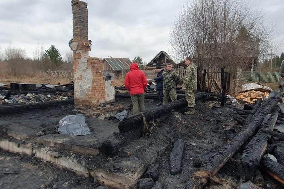 Страшный пожар в поселке Утес унес жизни четверых детей. Фото с места происшествия: СУ СКР по Пермскому краю.