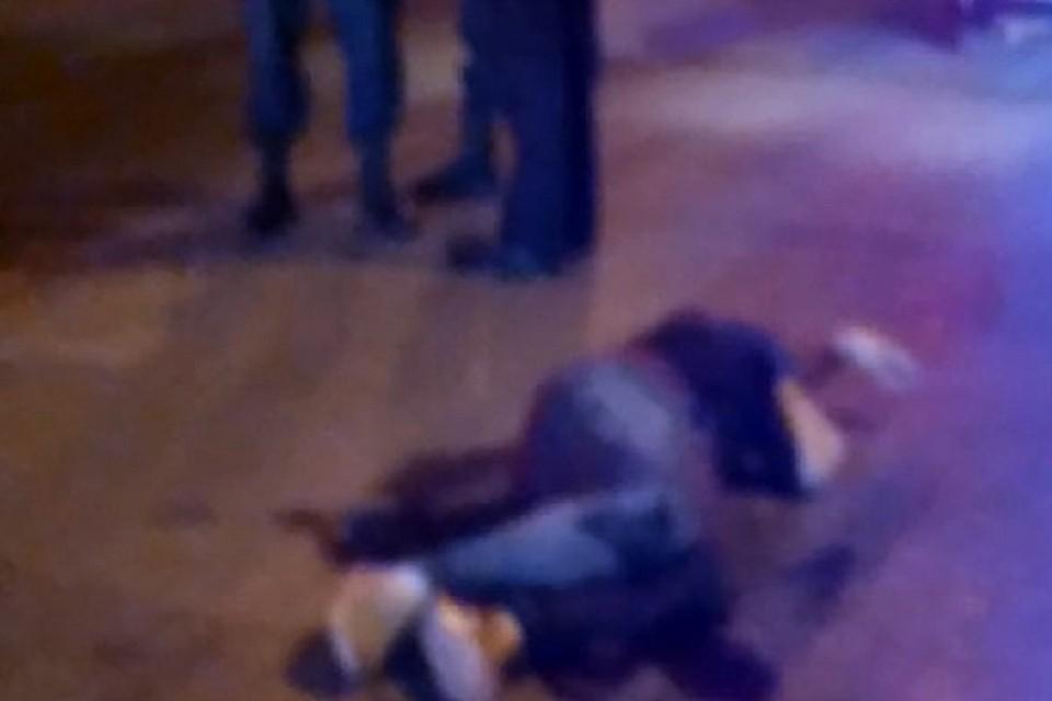 "В Новосибирске на улице нашли раненого мужчину: на него напали неизвестные. Фото: ""АСТ-54""."
