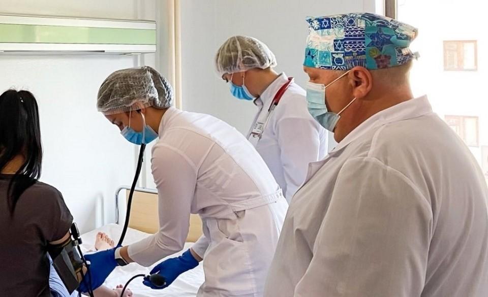 В Тюмени хирурги спасли девушку с редчайшей опухолью у сердца.