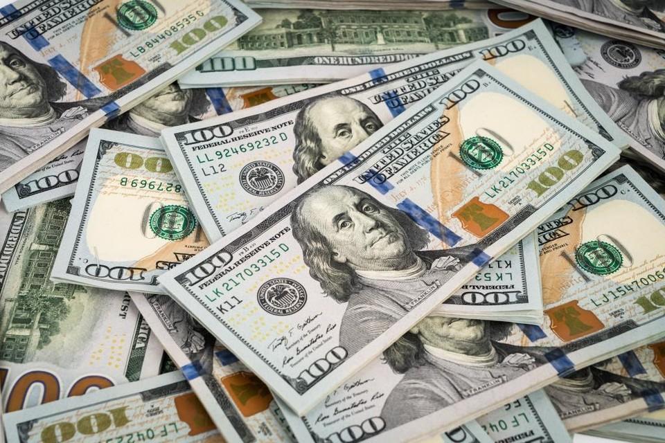 На торгах доллар потерял 0,49 тенге