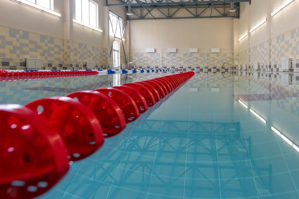 Тренера задержали за приставания к 11-летней пловчихе.