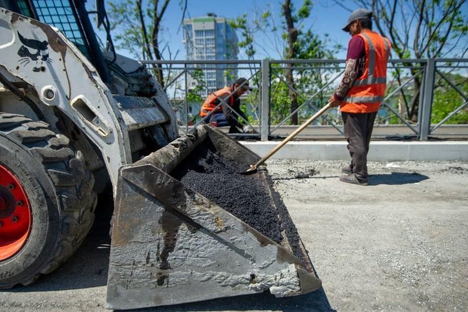 На улицах Владивостока проходит комплексный ремонт.