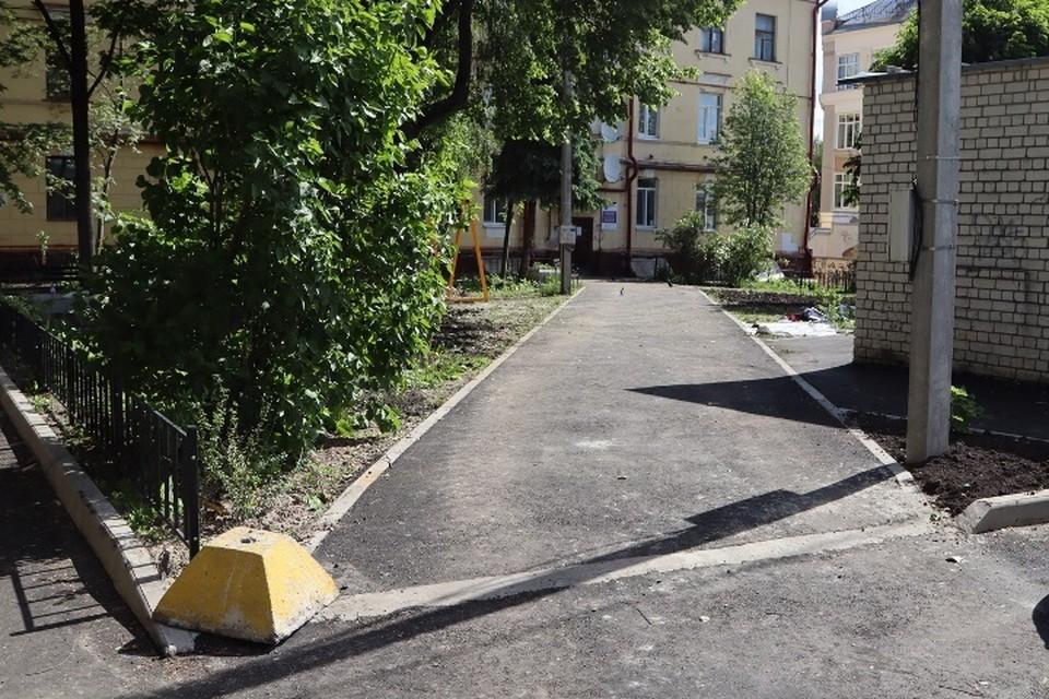 В Брянске на 80 процентов отремонтировали двор по улице Карла Маркса.