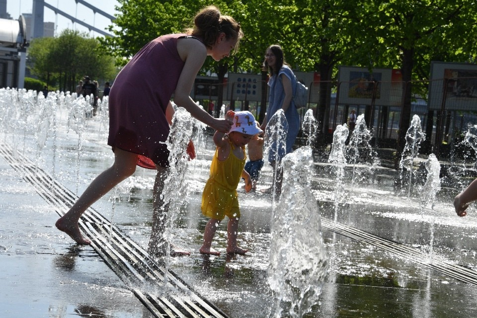 Температура моря в начале июня в среднем составляет 18 градусов