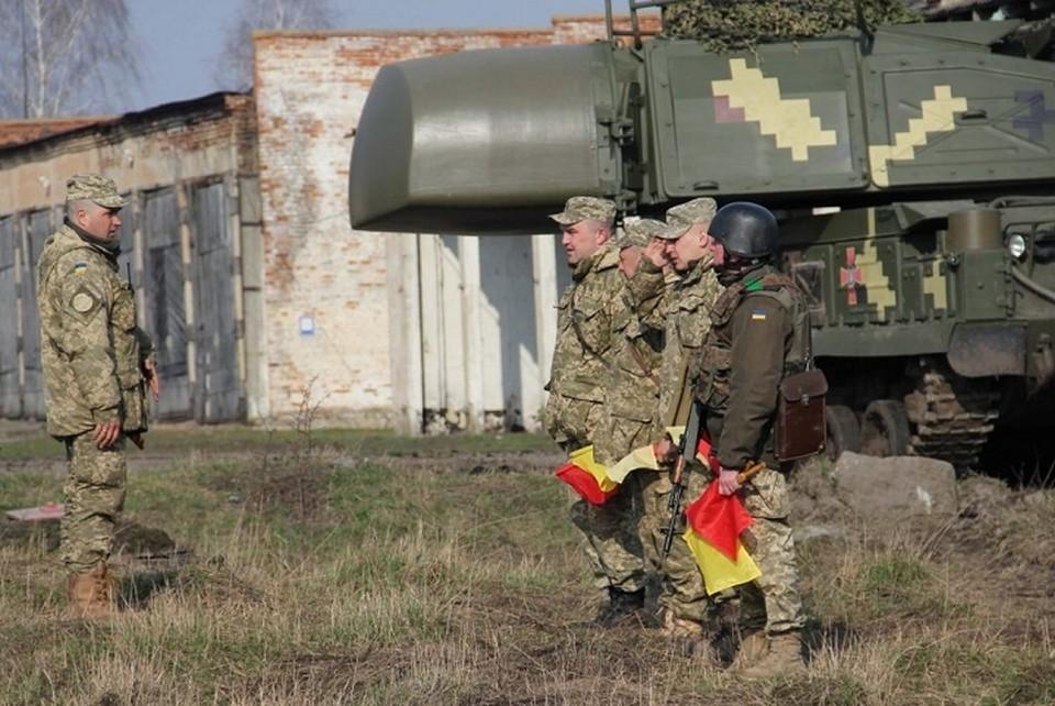 Иностранные инструкторы займутся подготовкой украинских военных под Мариуполем. Фото: Штаб ООС