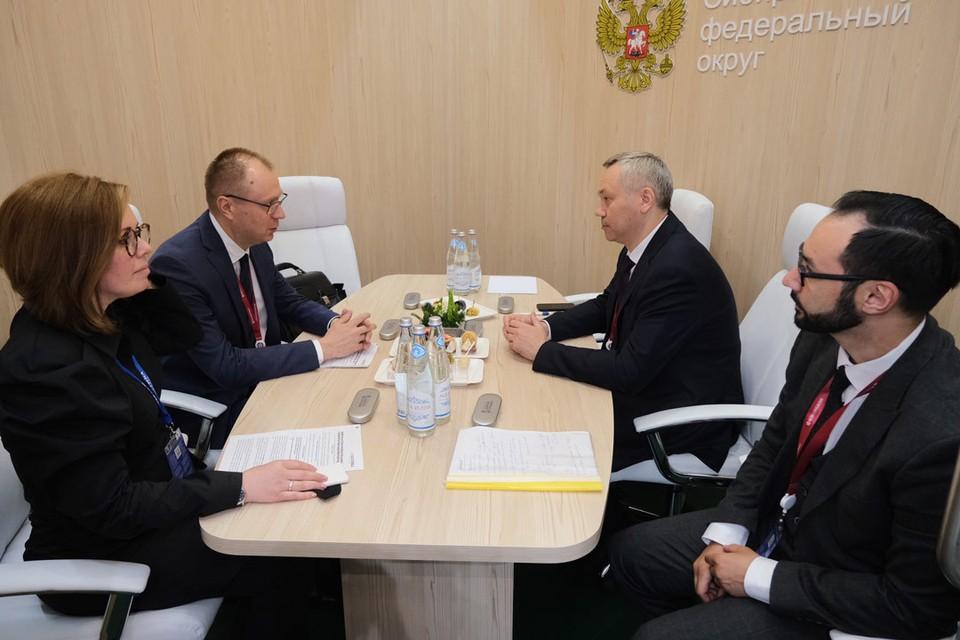 Денис Шерстенников и Андрей Травников обсудили ситуацию в отрасли, актуальные вопросы регулирования и законодательные инициативы. Фото предоставлено пресс-службой филиала «Балтика-Новосибирск».