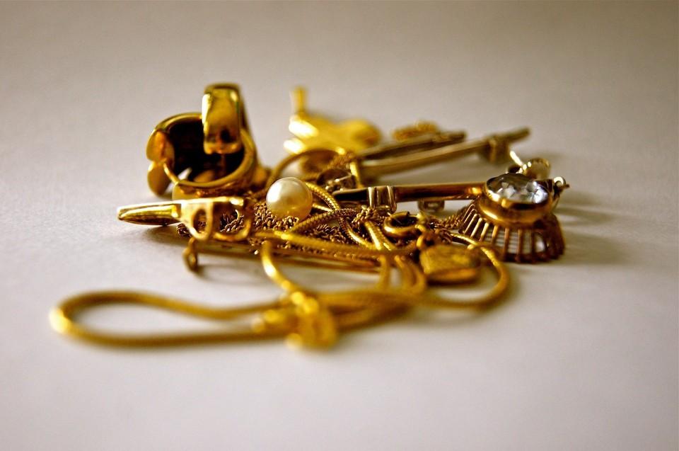 Югорчанка украла у матери золотые украшения и сдала их в ломбард Фото: pixabay.com
