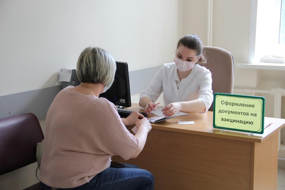 Необходимо взять документы удостоверяющий личность (паспорт), сертификат о получении профилактической прививки от COVID-19, СНИЛС