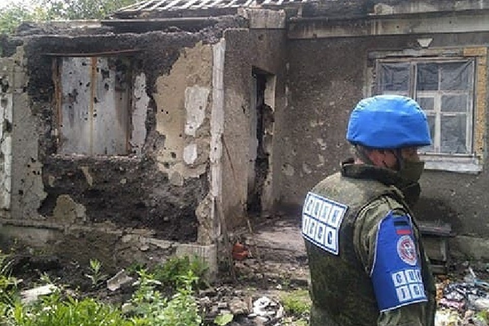 Представители ДНР в СЦКК побывали в поселке Жабуньки для фиксации последствий обстрела. Фото: Представительство ДНР в СЦКК