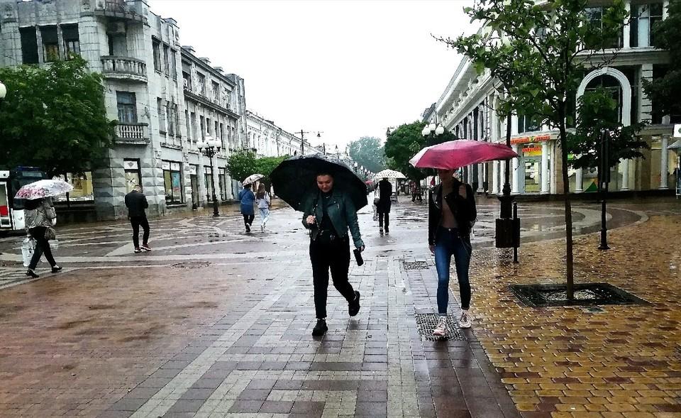 Без зонтика на улицу лучше не выходить.