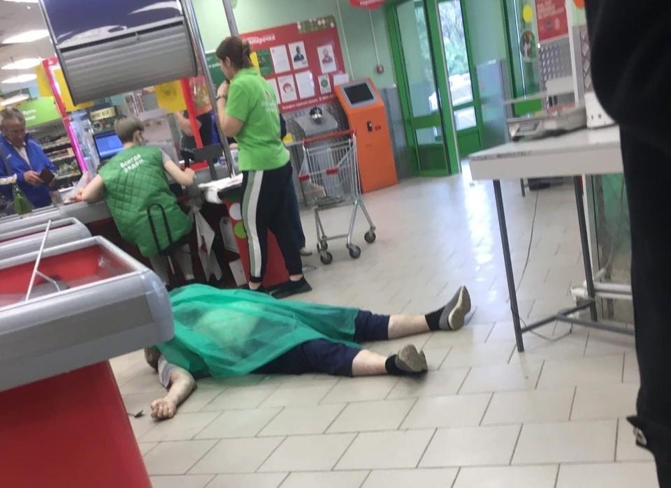 Мужчине стало плохо в торговом зале. Фото: социальные сети.